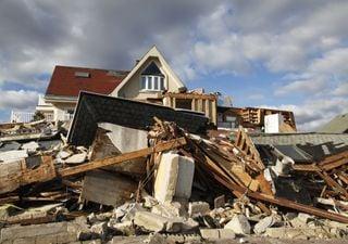 Deslocação dos ciclones tropicais para oeste e para os pólos