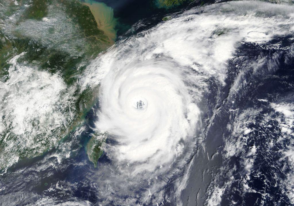Fotografia aérea de um tufão.