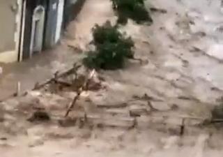 Ríos desbordados y dramática inundación repentina en Italia