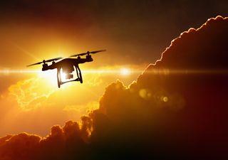 Drones sobrevolando el desierto... ¡para hacer que llueva!