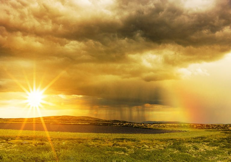 Entre sol, nubes y lluvias; calor y frío.