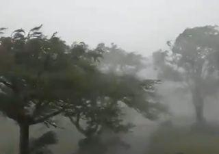 """El ciclón """"Isaías"""" deja atrás Dominicana y enfila hacia Florida"""