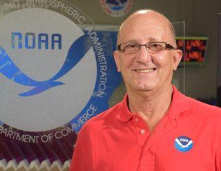 El Dr. Lixion Avila, experto en huracanes, se jubiló
