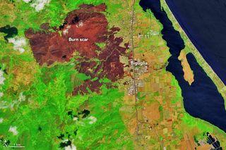 El fuego carboniza el noreste de Córcega