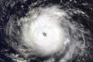 El huracán Héctor establece récords en el Océano Pacífico Noreste