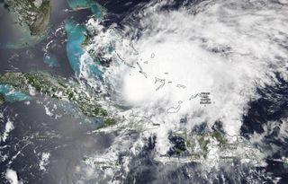 El huracán Isaías se desplaza hacia las Bahamas y Florida