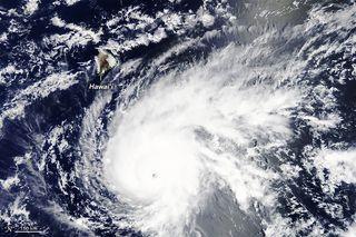 El huracán Lane se acerca a Hawai