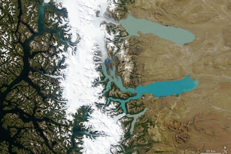 El sensor MODIS en el satélite Terra de la NASA adquirió esta imagen en color natural del Campo de Hielo Patagónico del Sur el 4 de febrero de 2019. Detalle