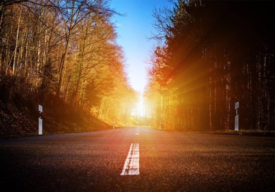 El sol puede deslumbrarnos cuando está cerca del horizonte