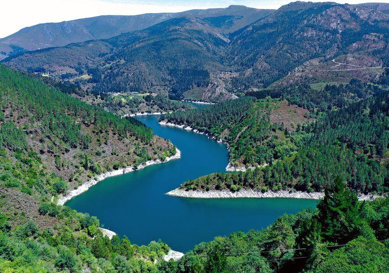 Embalse de Doiras, en el rio Navia, oeste de Asturias, donde se han recogido precipitaciones muy importantes para agosto.