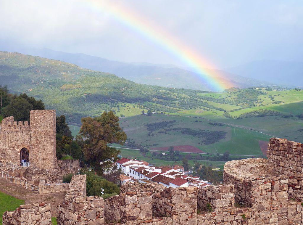 Castillo de Jimena de la Frontera, en el Parque Natural de los Alcornocales.