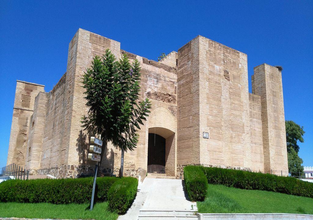 Castillo fortaleza de los Zúñiga, en Cartaya, Huelva, construcción defensiva del S. XV.