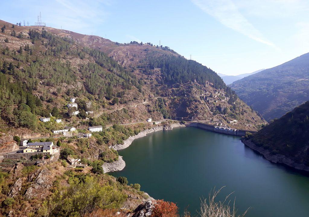 Embalse de Salime, en la provincia de Asturias, en la cuenca del Cantábrico occidental.