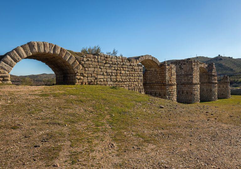 El puente romano de Alconetar, se cree que fue construido en el siglo II de nuestra era.