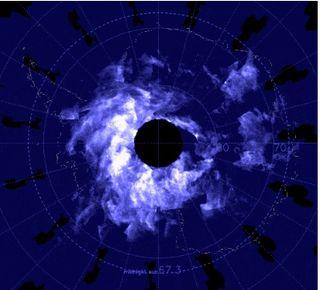 En la Antártida, las luces de navidad son azul eléctricas