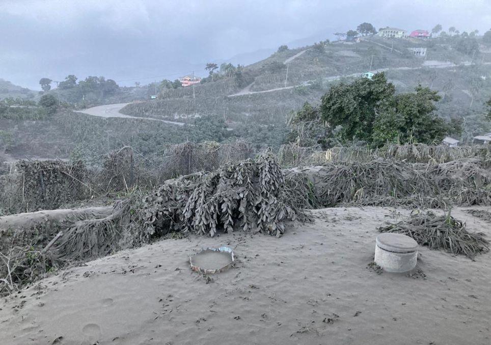 Erupção do vulcão La Soufrière ao fim de 40 anos
