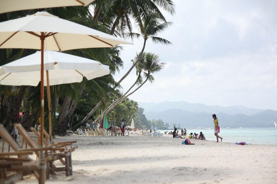 En 2018, Filipinas cerró temporalmente la isla de Boracay debido a la alta contaminación de sus aguas por la masificación turística.