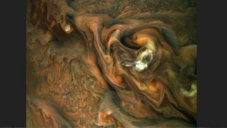 Espectaculares nubes sobre la atmósfera de Júpiter