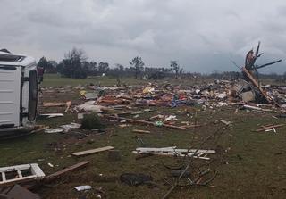 Etats-Unis : des dizaines de tornades en 24h et d'importants dégâts