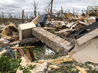 États-Unis : plusieurs dizaines de tornades font au moins 32 morts