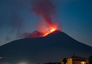 Nouvelle éruption spectaculaire de l'Etna, des images impressionnantes