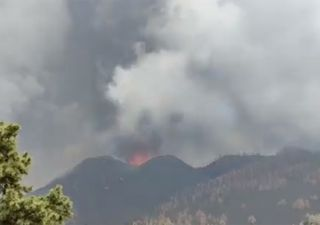 Fuertes explosiones en el volcán de La Palma y nueva boca eruptiva