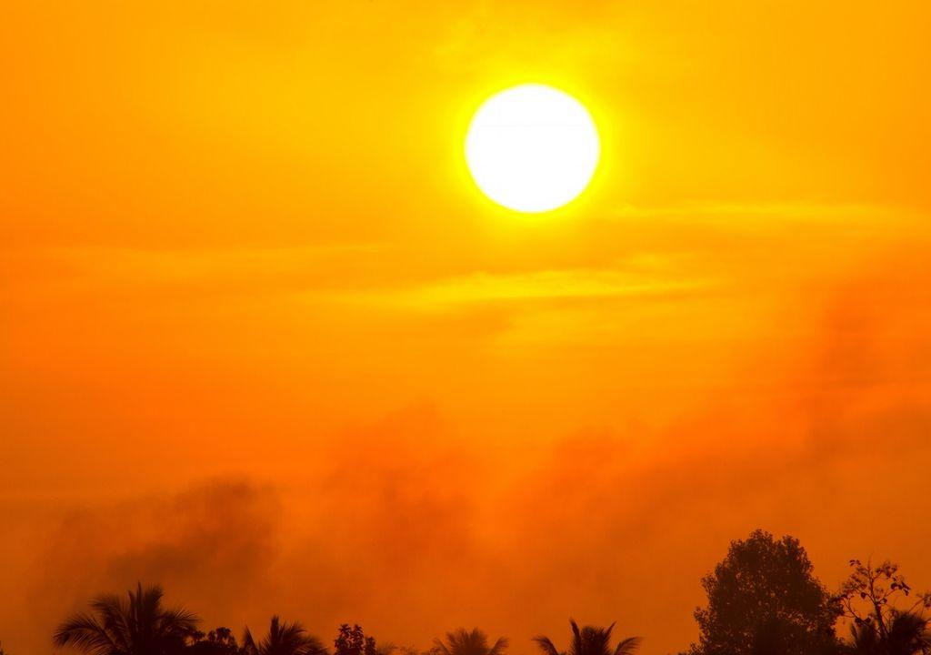 sol y cielo naranjo