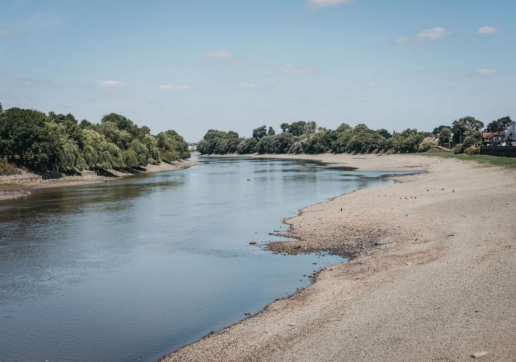 Drought hits the Thames in 2018