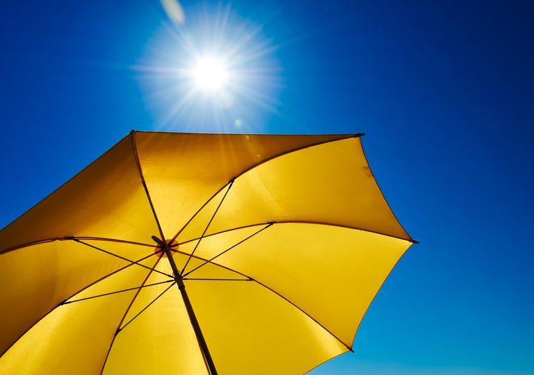 Quitasol amarillo; calor; radiación solar