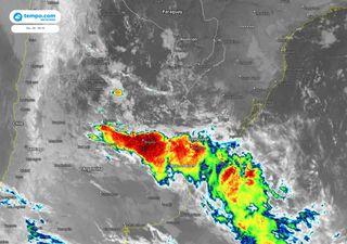 Formação de ciclone sobre o Uruguai e mudança do tempo no RS e em SC