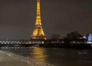 Francia, fiumi in piena: a Douelle si stacca un pontile. I video