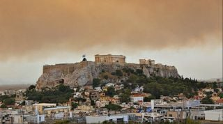 Fuegos cerca de Atenas: ya van más de 60 muertos en el país helénico