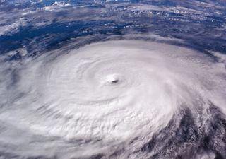 L'uragano Enrique sfiora la categoria 2 e minaccia il Messico