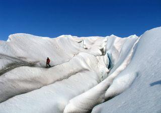 Glaciar nos Alpes tingido de rosa, o que aconteceu?