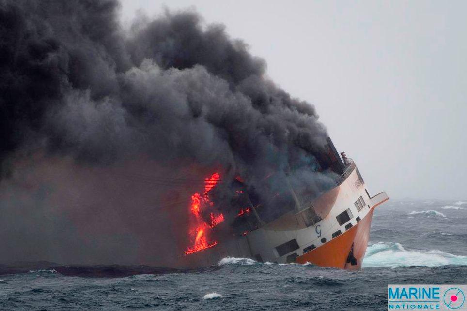 """Le """"Grande America"""", qui a subi un incendie pendant 48h, a coulé mardi après-midi à 330 km des côtes."""
