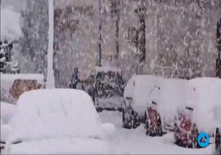 Heavy snow paralyses Greece and Turkey