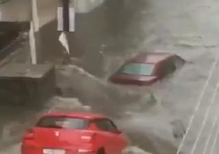 Gravi alluvioni colpiscono l'India: ecco i video