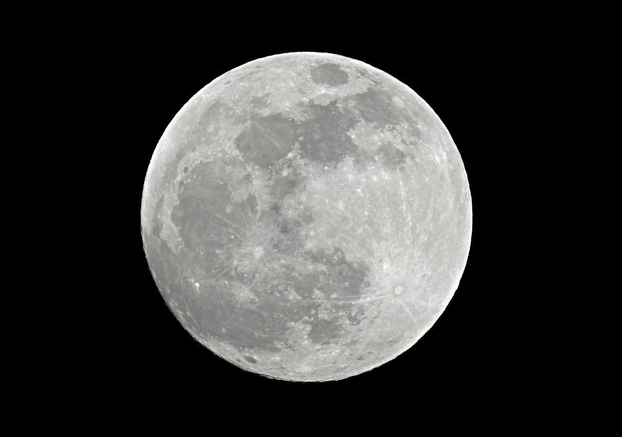 ¡Agua en la Luna! Dice la NASA haberla encontrado en la cara iluminada
