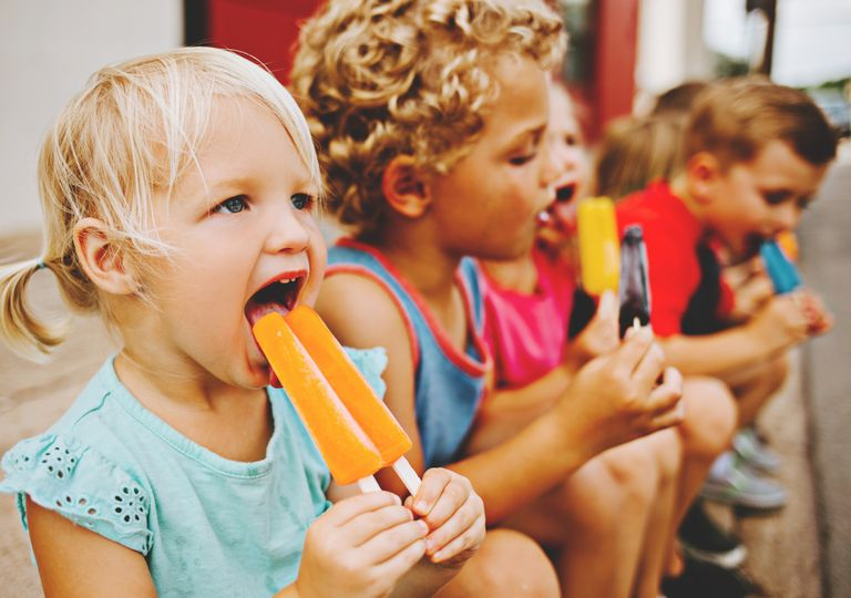 Children with ice lollies