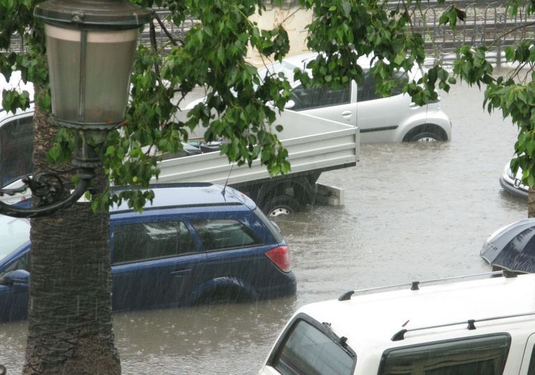 Unwetter bringen Sturzfluten