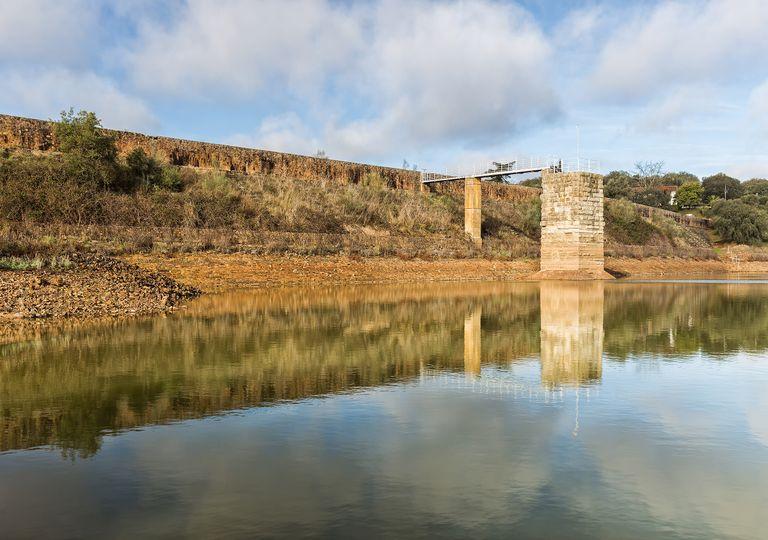 Presa romana de Cornalvo una de las más atiguas de España.