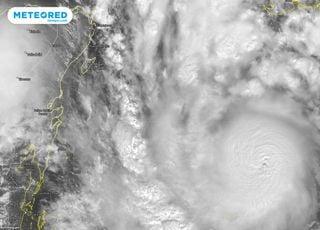 ¡El huracán Delta alcanza la categoría 4 antes de impactar en Cancún!