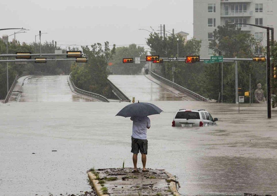 Überschwemmte Straßen in Huston nach Hurrikan Harvey. Foto von Scott Dalton der The New York Times.
