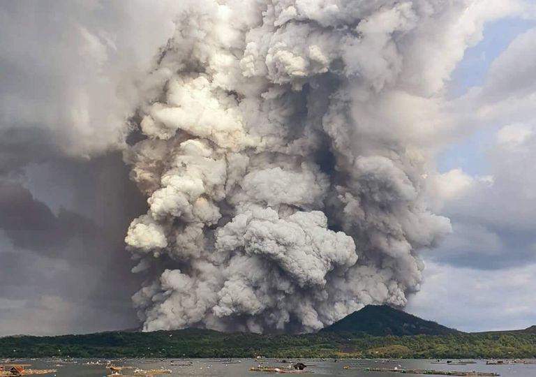 Erupção nas Filipinas, Vulcão Taal