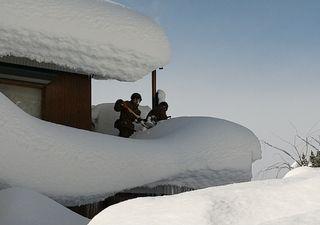 Intensa nevada deja atrapados en Japón