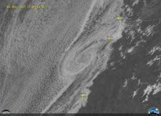 Increíbles detalles de un remolino costero desde GOES-16
