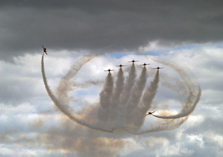 La información meteorológica es imprescindible para los pilotos. Exhibición de la Patrulla Águila, grupo de vuelo acrobático del Ejército del Aire español.