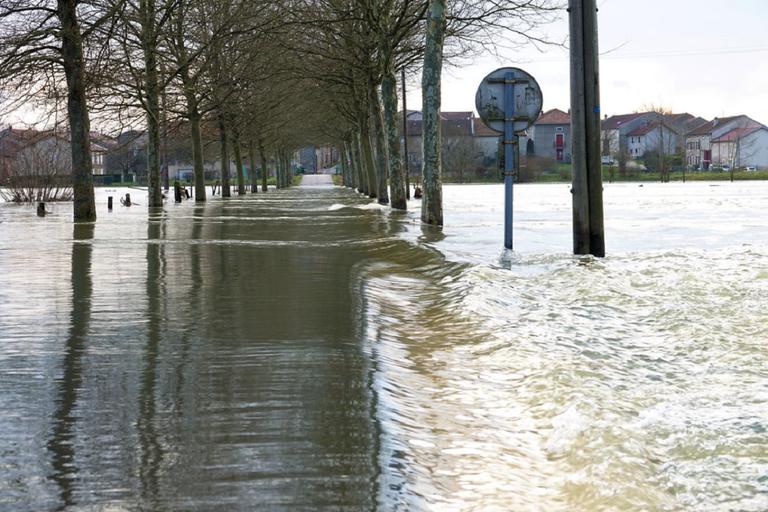 Avec ces pluies intenses, le risque d'inondations est important avec des cours d'eau en crue à prévoir samedi.