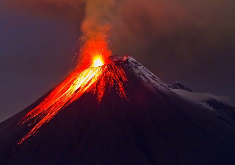 Imagem ilustrativa de vulcão em erupção