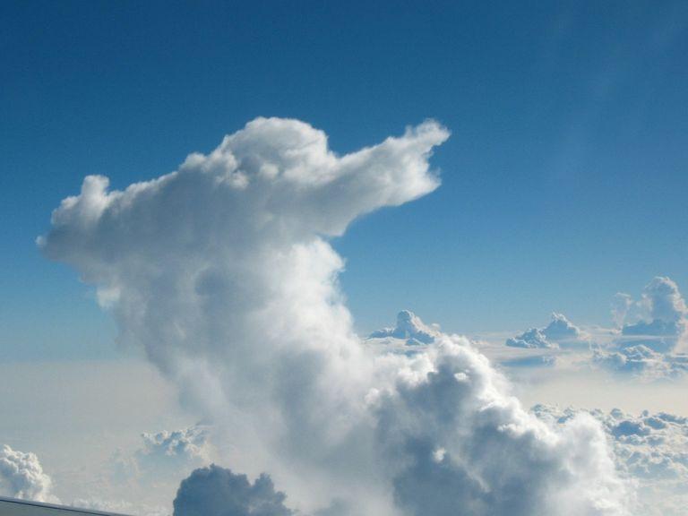Wolken und Flugzeuge